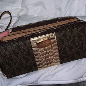 authentic michael kors wallet !